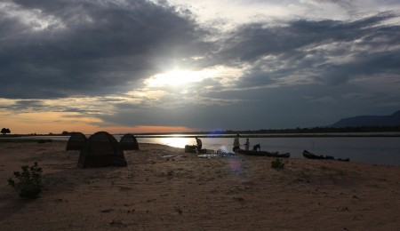 Tamarind Canoe Safari – Chirundu-Mana Pools, Zimbabwe – 3 nights